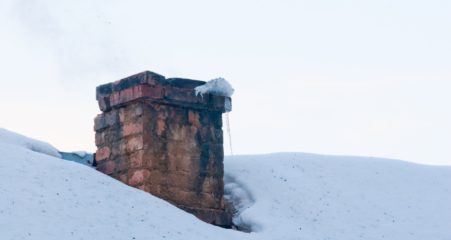 Skorsten på snedækket tag