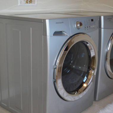 To kæmpestore vaskemaskiner